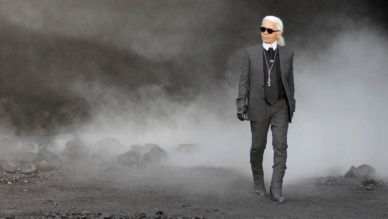 Karl Lagerfeld lors du défilé pour Chanel Automne-Hiver 2011-12.