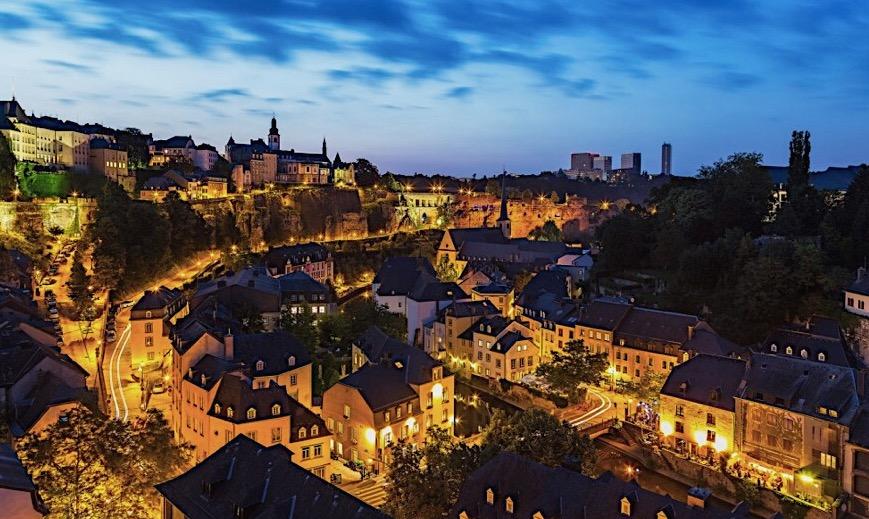 Vue panoramique du bar L'Observatoire et du restaurant Mu Luxembourg.