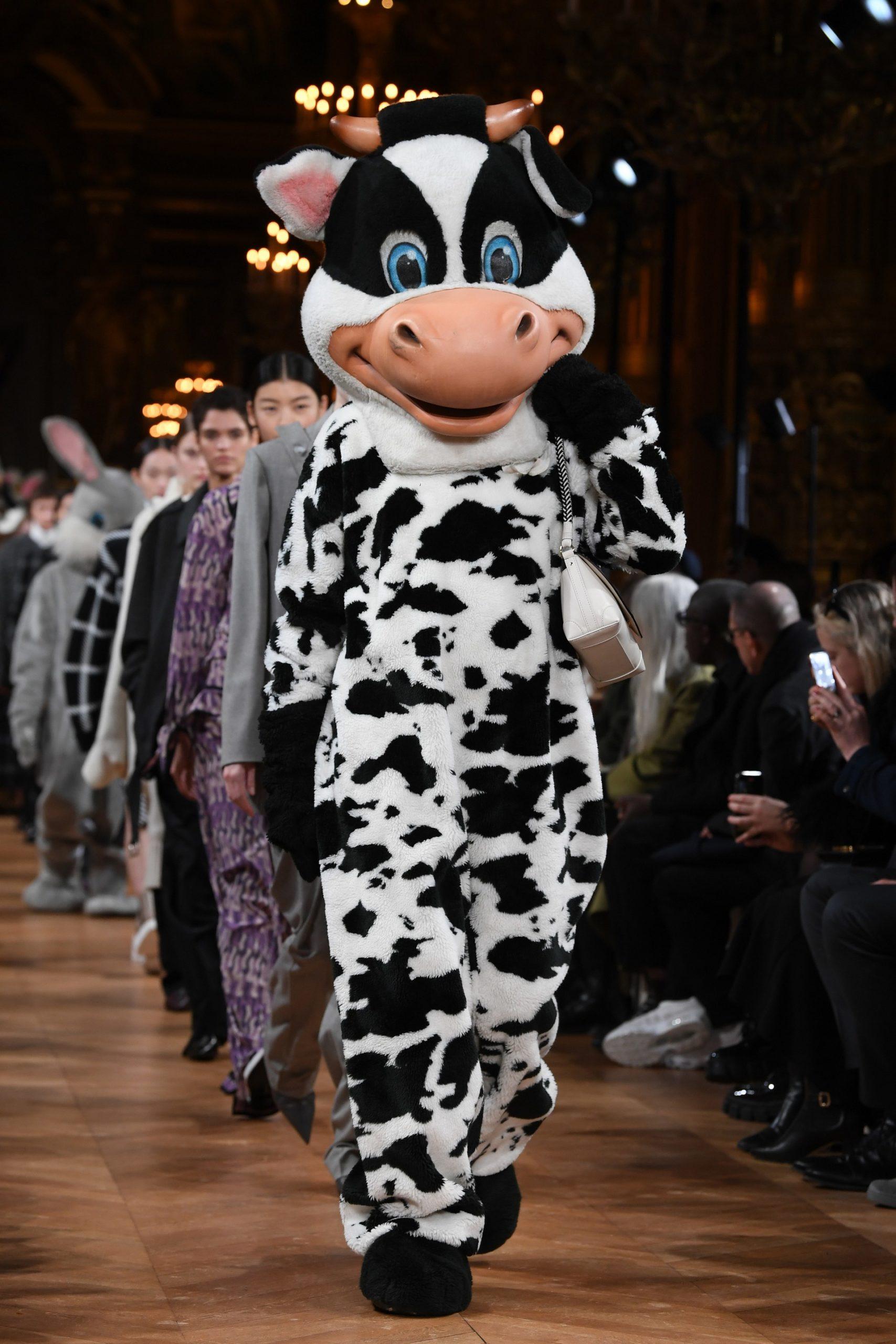 Porte-parole d'une mode plus responsable, et ce depuis ses débuts, Stella McCartney orchestrait un nouveau coup d'éclat ce lundi 2 mars lors de son défilé automne-hiver 2020-2021, présenté entre les murs du Palais Garnier.